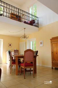 Dining area with mezzanine level